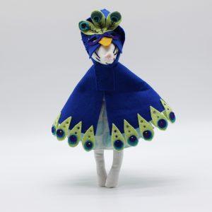 Masha Minimoustachette et son costume de paon