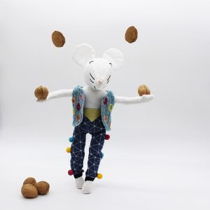 Edgar Moustachette jongleur de noix