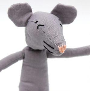 moustachette doudou poupée fait main coresponsable